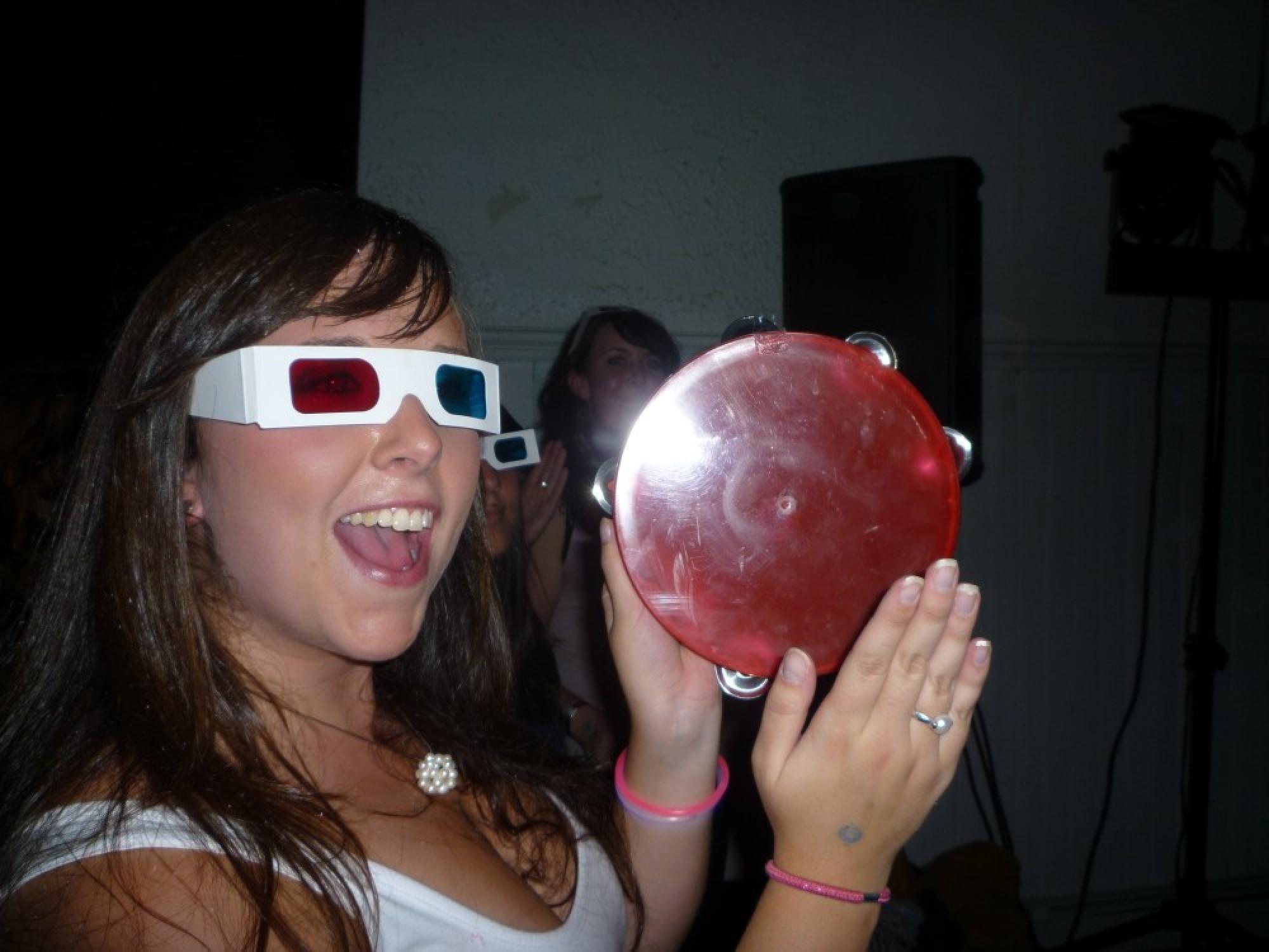 Tambourine & 3D glasses