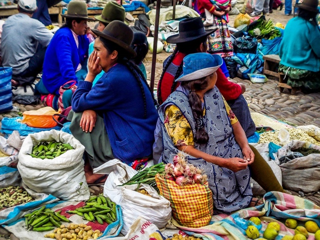 Peru-Pisac-market by traveladdicts.net