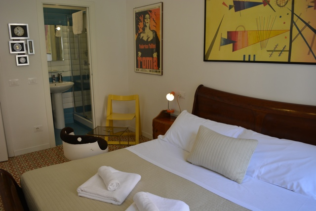 vintage themed bedroom retrome boutique hotel near the colosseum in