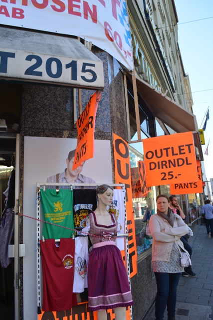 oktoberfest costume outlet in Munich for dirnle dresses and leather lederhosen - Where to buy a dirndl dress and lederhosen pants for Oktoberfest in Munich