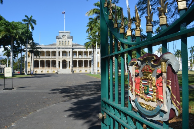 the entrance to the iolani palace - Touring Oahu, Hawaii in a Minute