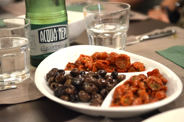 Dried tomatoes and olives Rome - Rome Food Tour with Walks of Italy