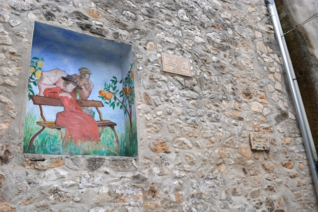 vicolo del baccio alley way of the kiss - 5 Best Things to do in Gargano, Italy
