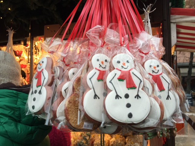 snowman gingerbreads in Germany - Best Tips for Visiting European Christmas Markets