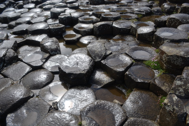 what is the best time of year to go to the giant's causeway?