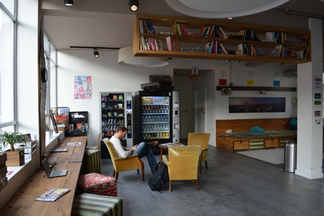 Wombat's Hostel Lobby and lounge - Wombat's City Hostel London Review #Video