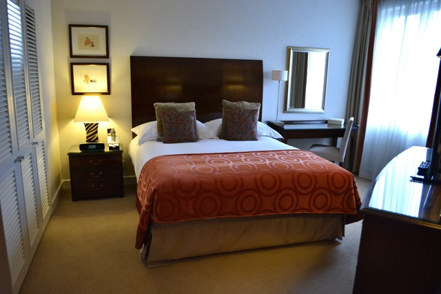 comfortable doube bed - Cheval Gloucester Park Luxury Apartments London