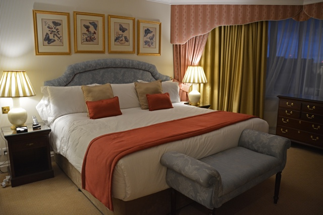 king size bed and master bedroom - Thorney Court Luxury Apartments Near Kensington Palace