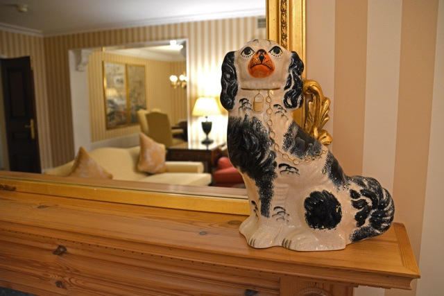 royal porcelain dog fancy in the penthouse apartment - Thorney Court Luxury Apartments Near Kensington Palace
