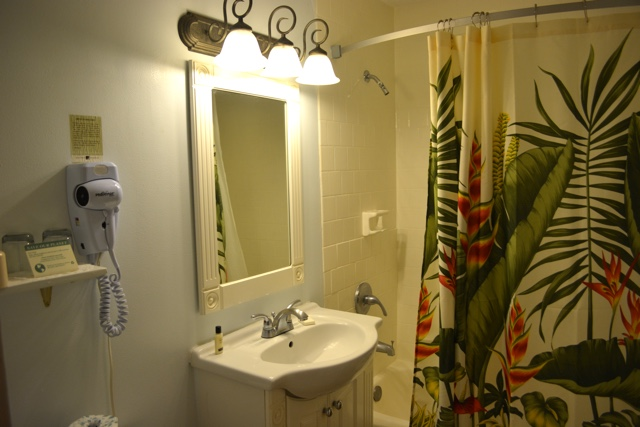 hawaiian inspired bathroom at hotel molokai - Review of Hotel Molokai in Molokai, Hawaii