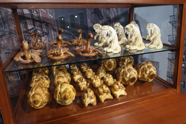 niffler Demiguise Occamy and Erumpent baked goods by Jacob Kowalski in fantastic beasts and where to find them