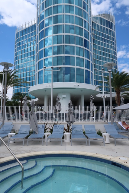 the hot tub by the pool at the aventura hotel - The Aventura Hotel at Universal Orlando Review