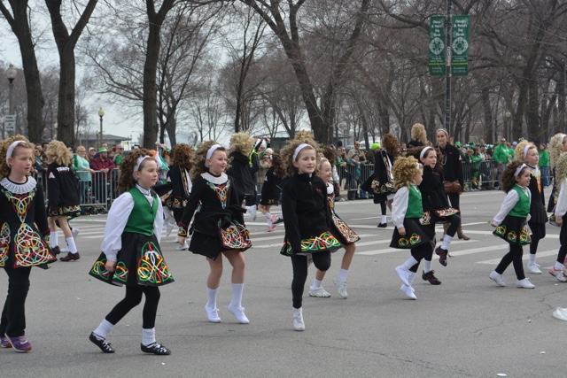 girls do an Irish dance in the st patrick's day parade - guide to st. patrick's day in chicago
