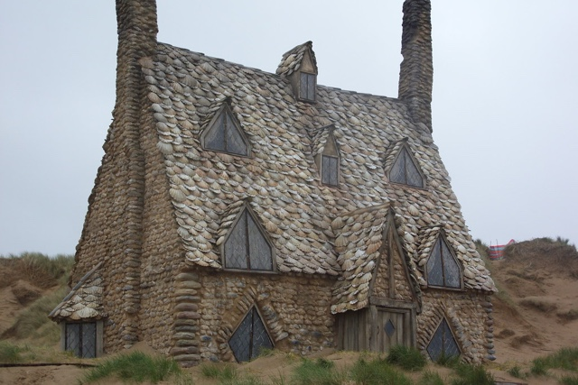 shell cottage at freshwater west beach where dobby died in harry potter and the deathly hallows